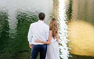 婚禮拍照 新郎突然跳水 新娘卻拍手 緣由超讚