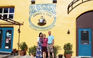 与StrawHouse Resorts主人在大门口合影。(大纪元)