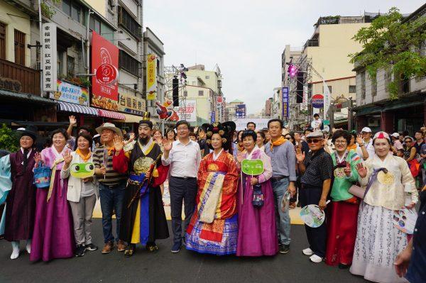 韩国水原市市与韩国参访团1日前来高雄参加生态交通全球盛典。(李怡欣/大纪元)