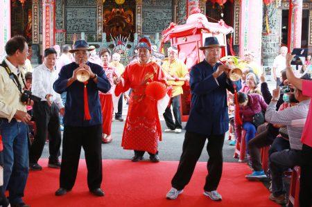 大众社区迎亲歌剧表演——内山姑娘要出嫁。
