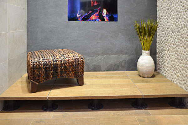 Porcelanosa研發的陶瓷甲板空間Deck Space。(大紀元\章德維)