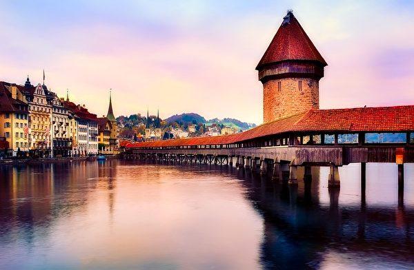 瑞士琉森湖畔的琉森桥,是欧洲最古老木桥。(12019/CC/Pixabay)