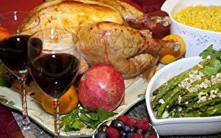 美国人为感恩节大餐做好准备