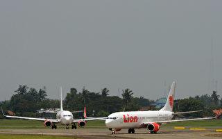 印尼班机延误 乘客发火拒绝下机