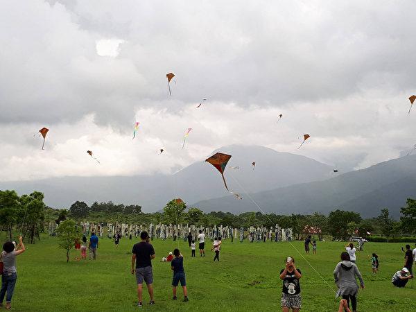 林務局花蓮林區管理處8日起一連兩天,在花蓮光復鄉大農大富平地森林園區舉辦風箏節活動,歡迎民眾把握 假期攜家帶眷來放風箏。(花蓮林管處提供)