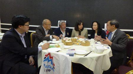 瑪麗奧首先在華埠彩福樓餐館與紐約同源會及華埠共和黨成員會面,並品嚐傳統的廣式茶點。