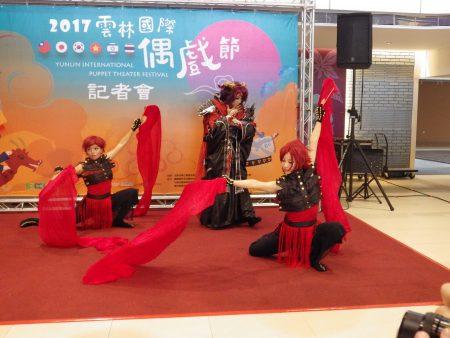 今年特别规划霹雳布袋戏及舞者Cosplay人偶共舞演出。