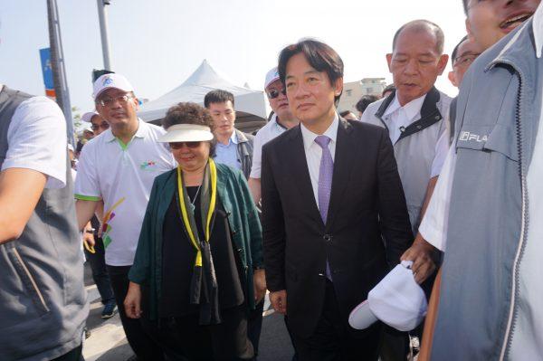 生态交通盛典1日在高雄揭幕,陈菊与赖清德双双步入活动会场。(李怡欣/大纪元)
