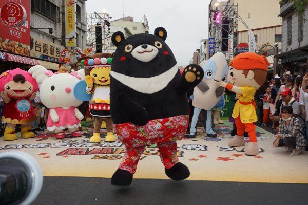 生态交通全球盛典1日在高雄哈玛星登场,现场还有第三届吉祥物PK赛。(李怡欣/大纪元)