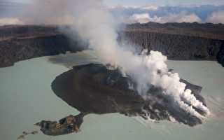 组图:南太平洋小岛火山爆发  1.1万人撤离