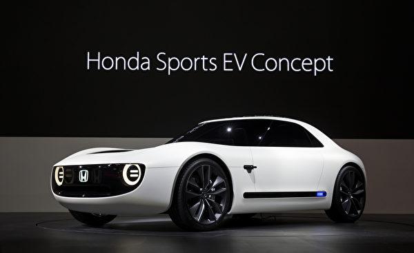 第45届东京车展于10月27日至11月5日在东京Big Sight展览馆举行。图为本田电动跑车概念车Honda Sports EV Concept。 (Photo by Tomohiro Ohsumi/Getty Images)