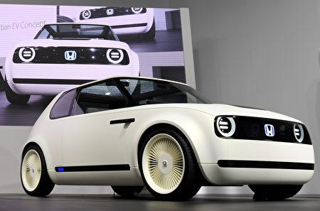第45届东京车展于10月27日至11月5日在东京Big Sight展览馆举行。图为本田电动车Honda Urban EV Concept。 (TOSHIFUMI KITAMURA/AFP/Getty Images)