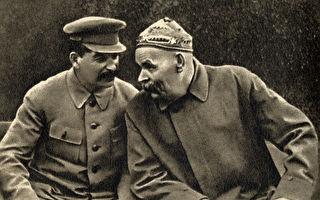 1931年斯大林與高爾基在一起。(公有領域)