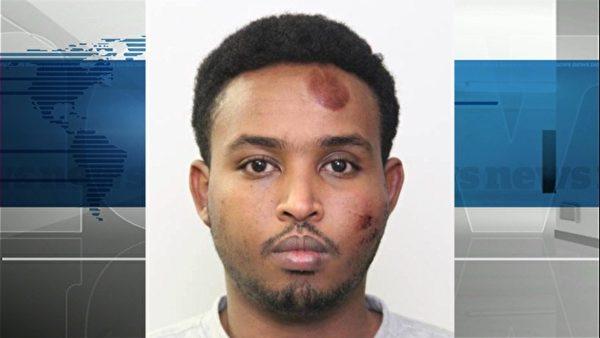 在加拿大埃德蒙頓襲警撞傷4名路人的夏裡夫(Abdulahi Hasan Sharif),早在2011年的時候,被美國一名移民法官勒令返回索馬里。(警方提供)