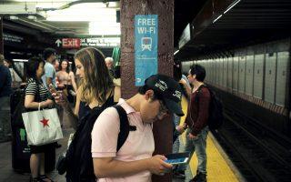 周一早通勤高峰 地铁大瘫痪