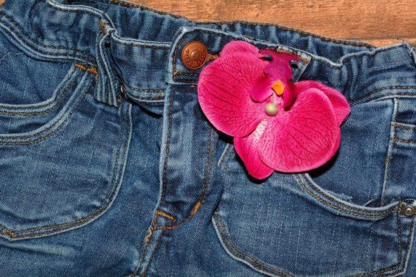 牛仔褲在穿之前,需要先洗過嗎?(pixabay)