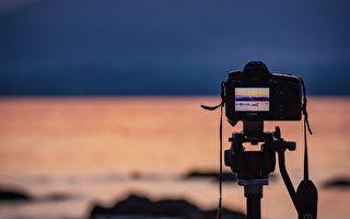 印尼男子天生無手無腳 成專業攝影師