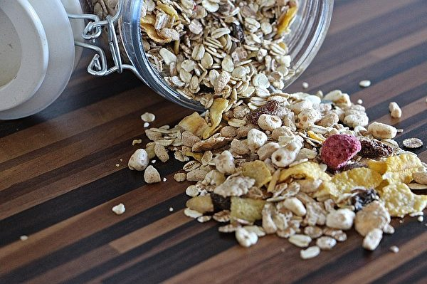 麦片谷物。(Tabeajaichhalt/CC/Pixabay)