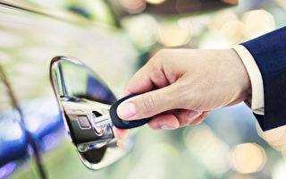 很多老司機都不知道 汽車鑰匙上竟有救命功能!