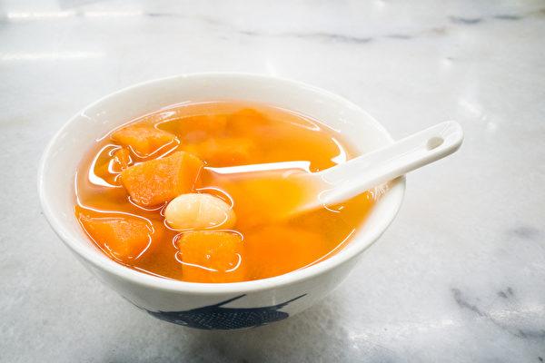 地瓜煮汤补脾健胃,适量食用也对糖尿病病人有益。(Shutterstock)