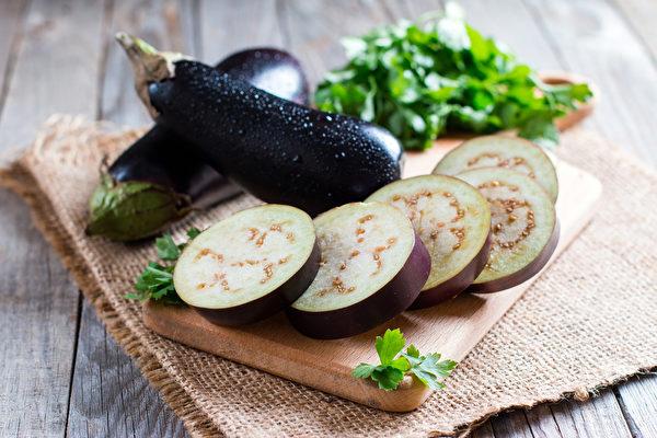 食用茄子可以预防秋燥或减轻秋燥引起的一些症状。(Shutterstock)