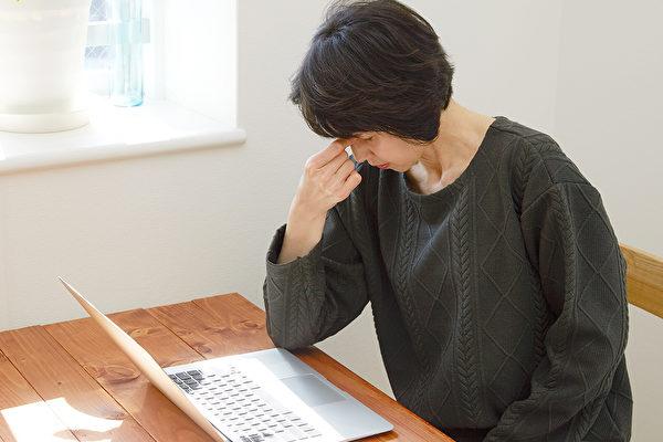 腎上腺疲勞症表現為疲勞犯睏、焦慮失眠等,如何擺脫?(Shutterstock)