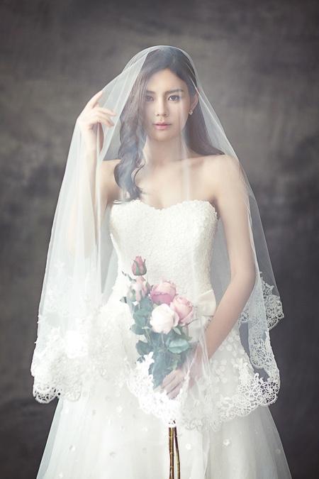 回到房間,我看了看自己的新娘,誰知道她遞給我一封信後竟開口說話了!(shutterstock)
