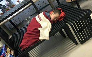 工人孩子超商熟睡 店員暖心蓋制服 一句話感動上萬網友