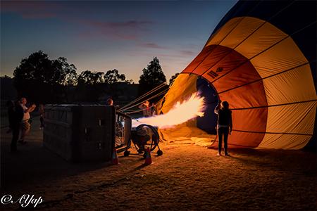 热气球充气中,是拍照留念的好机会。(Go Wild提供)