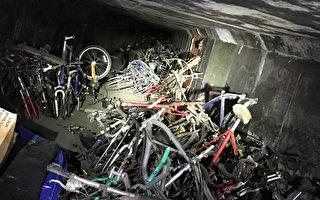 橙县警署和政府人员近日在芳泉谷(Fountain Valle)圣安娜河岸的游民点,意外发现藏在一个隧道内的1000辆自行车以及一把手枪。(橙县警署提供)
