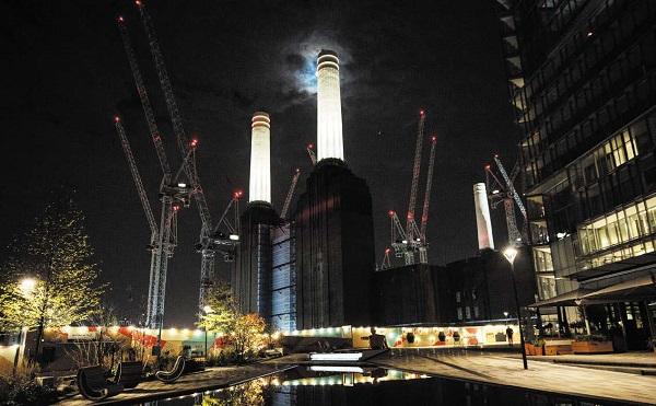 伦敦地标贝特西电站点灯了!(Jack Taylor/Getty Images)