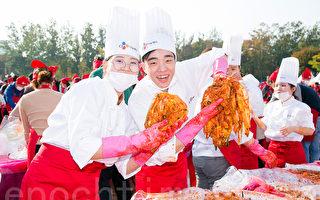 组图:首尔泡菜文化节 五千人体验手做乐趣