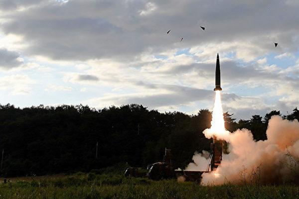 圖為北韓試射洲際彈道導彈,進行挑釁。( South Korean Defense Ministry via Getty Images)