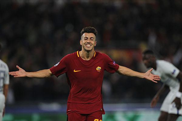 憑藉沙拉維的梅開二度,羅馬在主場3:0擊敗切爾西,在C組領跑。 (Paolo Bruno/Getty Images )