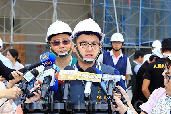 台中市新聞局長卓冠廷3日上午回應盧秀燕的指控是抹黑。(黃玉燕/大紀元)