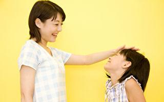 华人学者夸小女孩漂亮 她父母竟要求道歉