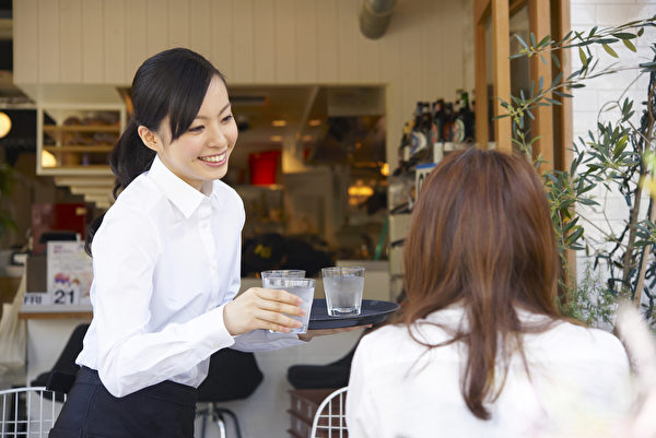 以「客人至上」為服務精神。示意圖。(shutterstock)