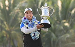 中国姑娘冯珊珊首次登上高尔夫球后宝座