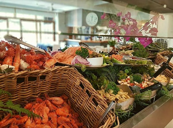 美味的海鮮自助大餐(Waterview Restaurant提供)