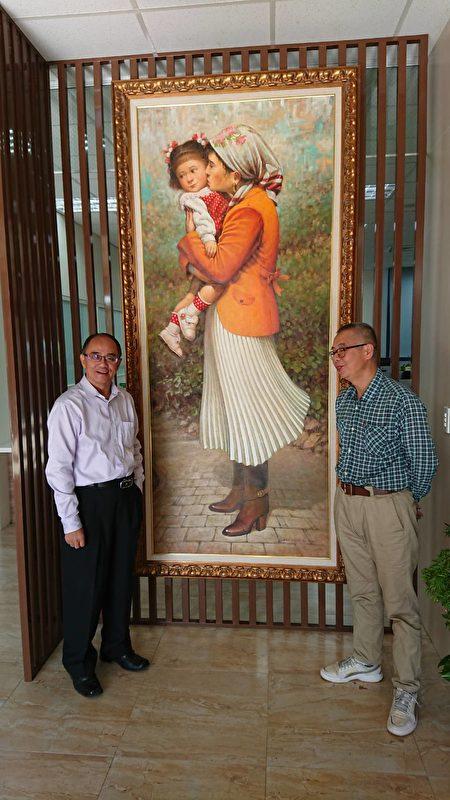 罗昊轩老师(右)油画作品。(员山乡公所 提供)