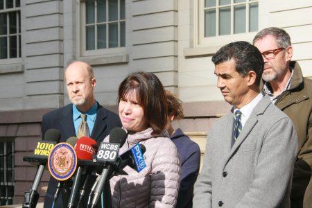 一名肇事逃逸受害人到场支持提案。