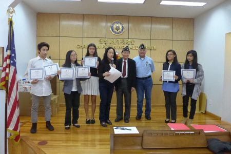 華裔退伍軍人會給7名為《二戰華裔老兵國會金章法案》徵集簽名的學生頒發獎狀,以資鼓勵。