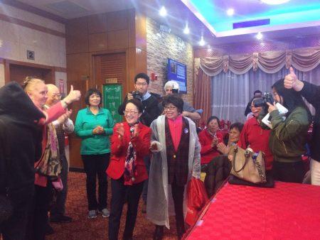 陈倩雯以近50%的高得票率战胜对手马泰,成功第三次当选市议员。