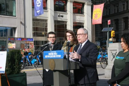 主計長斯靜格報告MTA紐約公交危機。