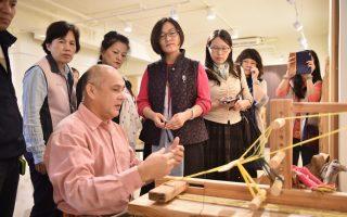 原民20年钻研传统文化   漂流木自制织布机