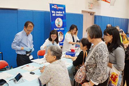 华人肺健康展中为民众提供健康检查的机构。(易永琦/大纪元)