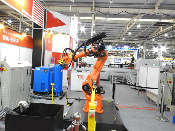 """""""2017台中自动化机械展暨智慧制造产业展""""展出的智能机械手。(赖瑞/大纪元)"""