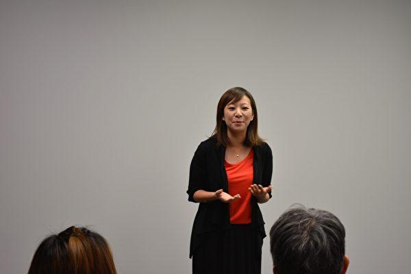 图:卑诗中医脑伤科医学会成立,省儿童厅长陈苇蓁在发言。(邱晨/大纪元)
