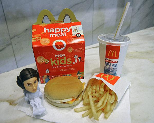 一份兒童套餐量很少,只能讓一個孩童吃飽。(KAREN BLEIER/AFP/Getty Images)