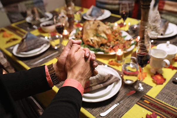 美感恩节聚餐 今年火鸡最便宜